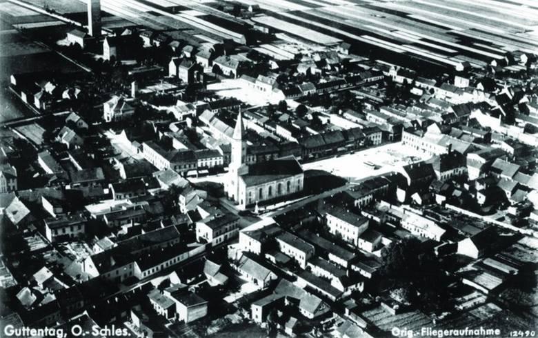 Dobrodzień z lotu ptaka w roku 1934 (z kolekcji Rudolfa Hyli)Pierwsze wrażenie jest takie, że Dobrodzień niewiele się zmienił, wciąż dominuje 53-metrowa