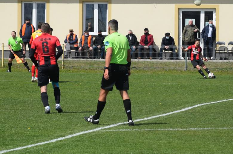 W meczu czwartej ligi mazowieckiej, Oskar Przysucha pokonał Podlasie Sokołów Podlaski. Oskar - Podlasie 1:0 (1:0)Bramka: Tomasz Zagórski 45+2.Oskar: