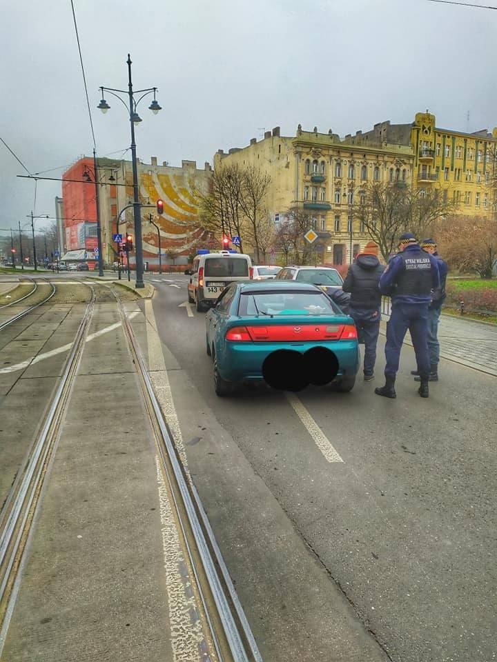 Pijany Ukrainiec bez praw jazdy jechał wężykiem ul. Zieloną