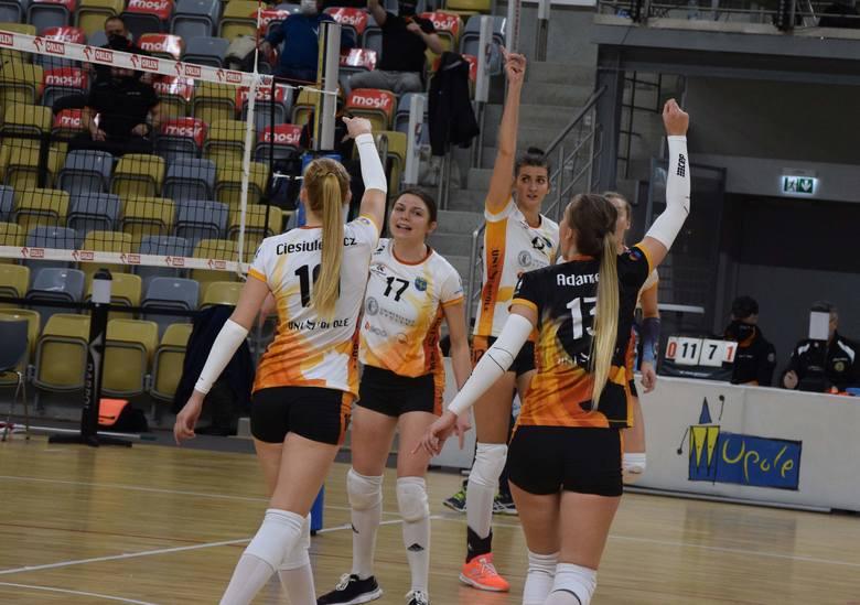 Zawodniczki z Opola grały w spotkaniu z Energetykiem falami.