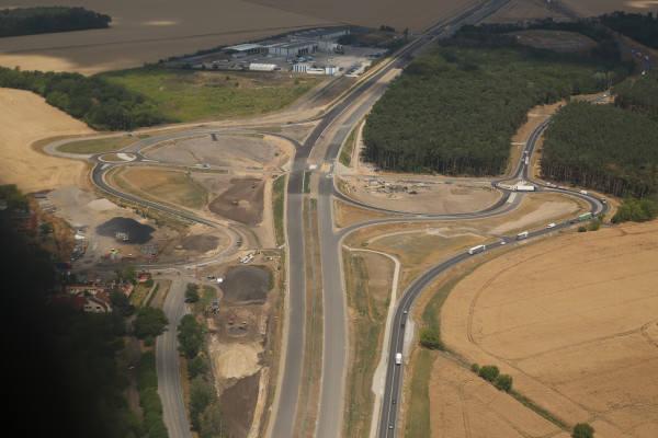 Budowa drogi S5 na wielkopolskim odcinku będzie wznowiona. GDDKiA podpisała umowy, dzięki której drogowcy wznowią prace na odcinkach S5 w Wielkopolsce.