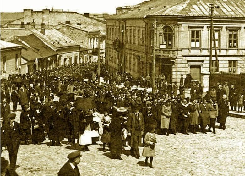 Uroczyście i z rozmachem. Tak kielczanie świętowali 3 maja w latach 1918 – 1939