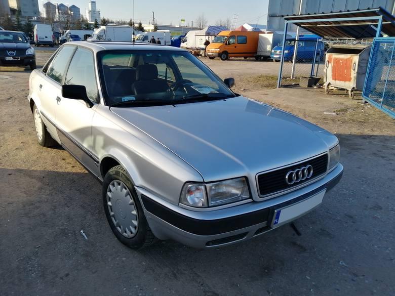 1. Audi 80. Silnik 1,9 diesel, rok produkcji 1994, cena 3500 zł.Około 500 samochodów wystawiono do sprzedaży podczas niedzielnej giełdy w Rzeszowie.