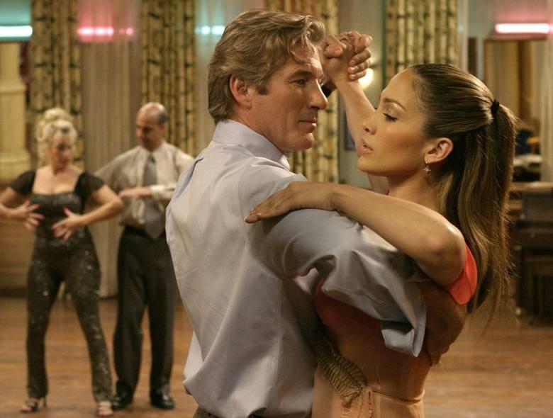 Głównym bohaterem filmu jest John Clark (Richard Gere), prawnik z Chicago, mąż i ojciec dwójki dzieci. Mężczyzna podróżując codziennie kolejką z pracy