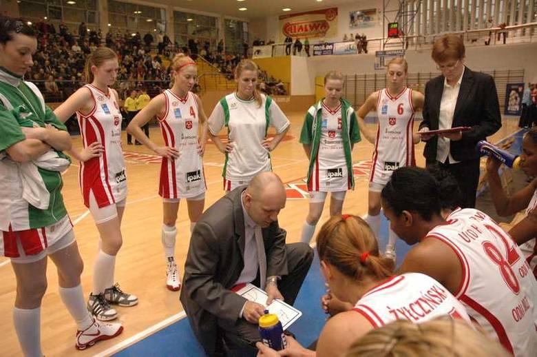 Koszykówka kobiet: Odra Brzeg - MUKS PoznanKoszykówka - ekstraklasa kobiet. Odra Brzeg - MUKS Poznan 68:54.