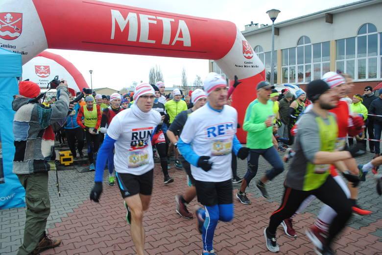To był już dwunasty bieg sylwestrowy w Brzozie, którego organizatorami  są stowarzyszenia Brzoza biega i Rowerowa Brzoza oraz gmina Nowa Wieś Wielka,