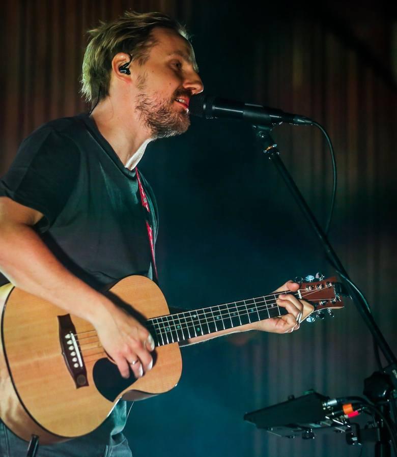 Paweł Domagała w ostatnim czasie jest jednym z najpopularniejszych i najbardziej znanych polskich muzyków. Na wszystkie koncerty jego obecnej trasy koncertowej wyprzedały się bilety<br />