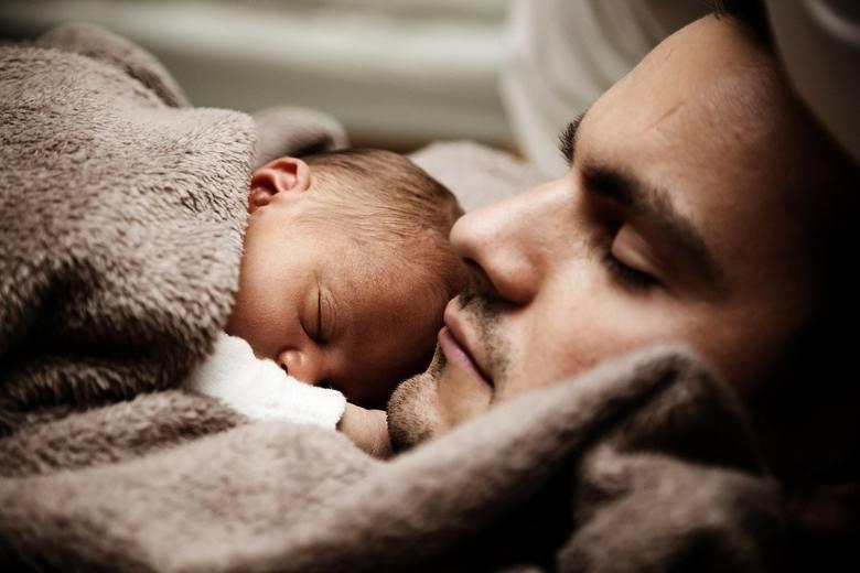 Zasiłek macierzyńskiJest to świadczenie wypłacane przez ZUS mamom (lub ojcom) przebywającym na urlopie macierzyńskim, ojcowskim lub rodzicielskim. Zasiłek