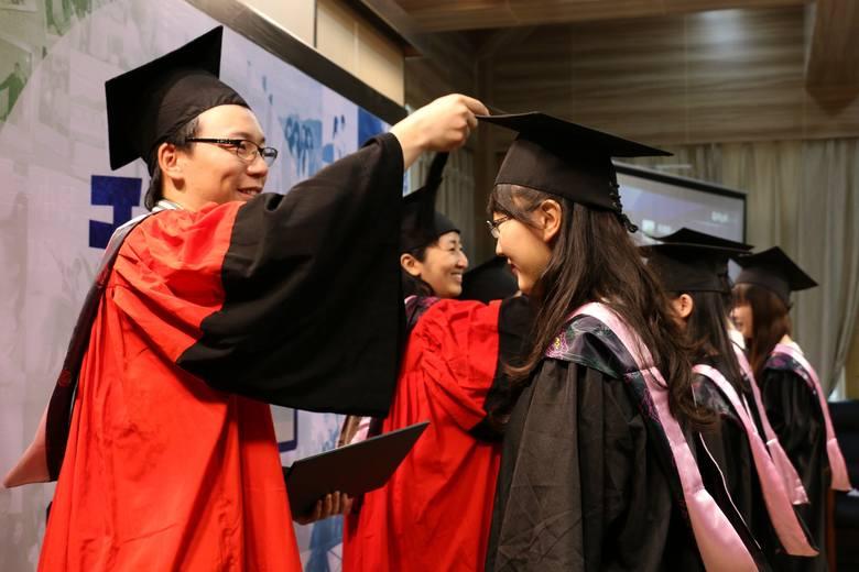 Uniwersytet Łódzki wstrzymał przyjazd na UŁ czterech grup studentów z Chin z powodu występowania w tym kraju epidemii koronawirusa.