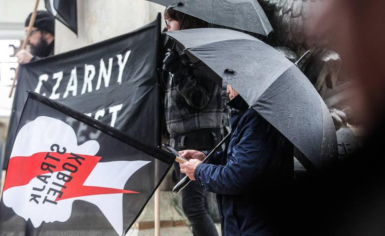 Czarny Protest na Rynku w Rzeszowie.