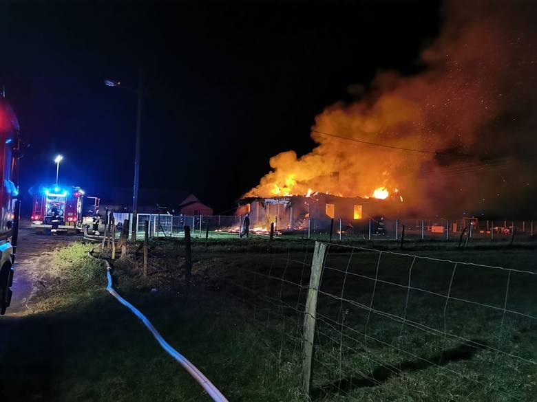 W środę (18 marca), tuż po godzinie 1:00 w jednym z domów jednorodzinnych w Brzeźnie (pow. gorzowski) wybuchł pożar.Gdy na miejsce dojechali strażacy,