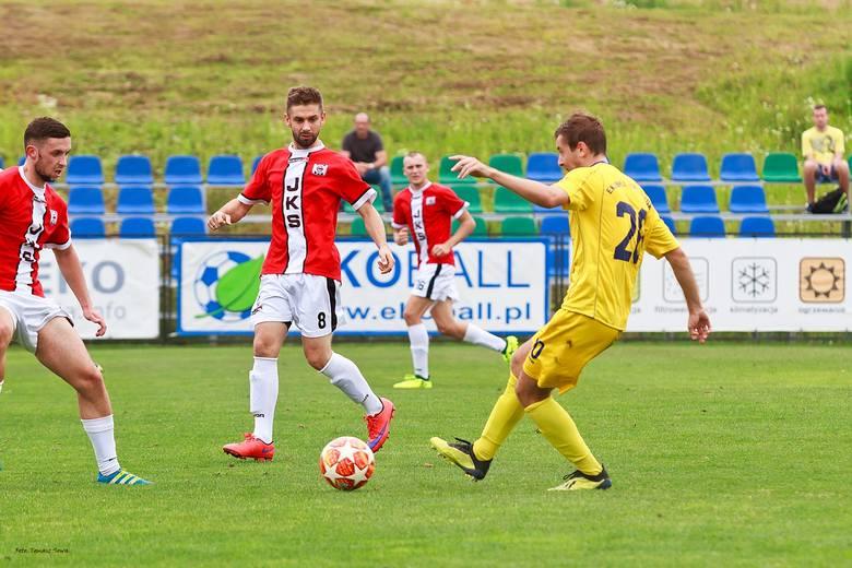 Czarni Jasło pokonali w sparingu Stal Sanok 3:0. Bramki dla zwycięzców zdobyli Dariusz Bałut dwie i Michał Gabryel jedną.