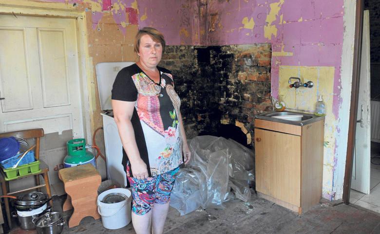 - Już zaczęliśmy powoli remont, ale bez pomocy nie damy rady - mówi Anna Makarska z Woli Rafałowskiej.