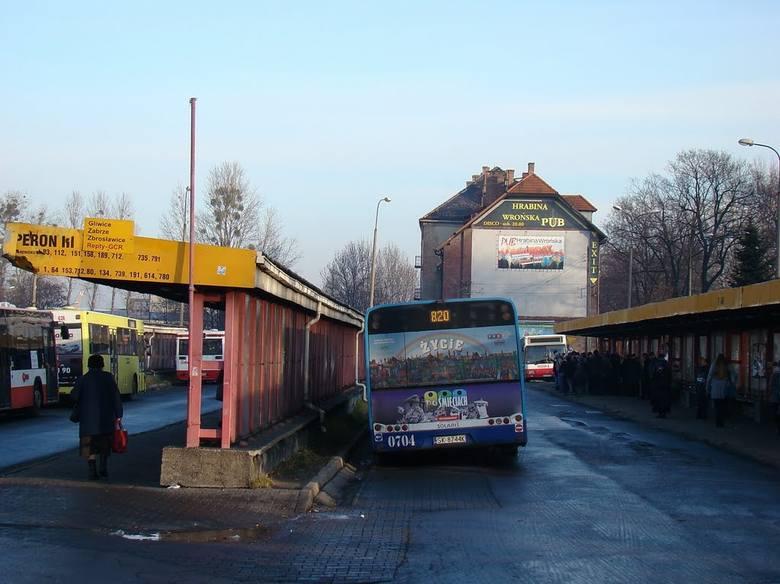 820 na starym dworcu autobusowym w Tarnowskich Górach