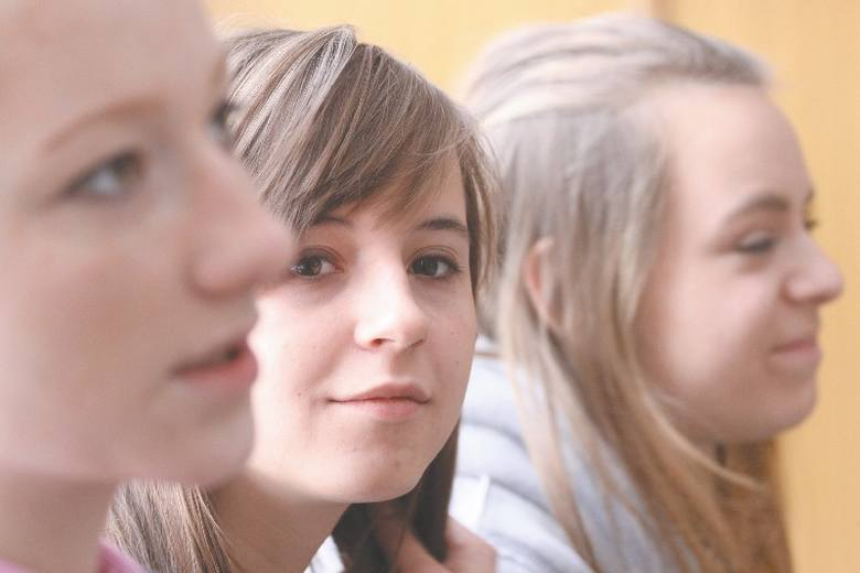 Egzamin dojrzałości w maju. Nie chcemy zmian - mówi Kamila (w środku), uczennica VIII LO przy ul. Piastowskiej. Na zdjęciu z lewej jej koleżanka Ing