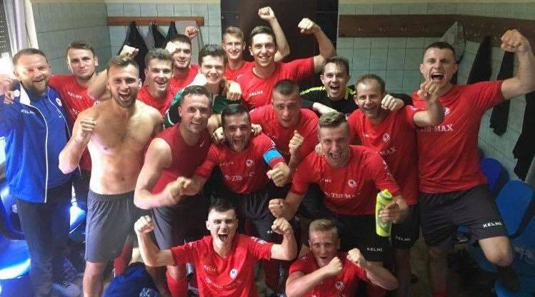 GKS Nowiny bardzo dobrze zaczął sezon w czwartej lidze. Wygrał an wyjeździe z Neptunem Końskie 4:1. Bramki dla ekipy Mariusza Ludwinka zdobyli Bartosz