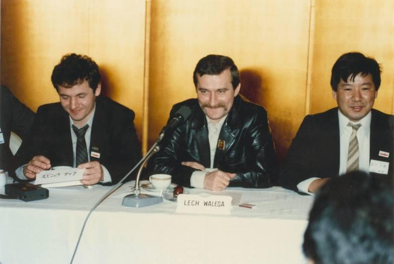 Lech Wałęsa z Yoshiho Umedą podczas pobytu w Japonii w 1981 roku