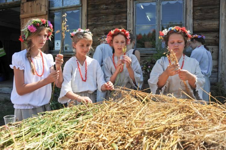 Muzeum Wsi, skansen Osowicze. Przypomnieli dawne żniwa i dożynki (zdjęcia, wideo)