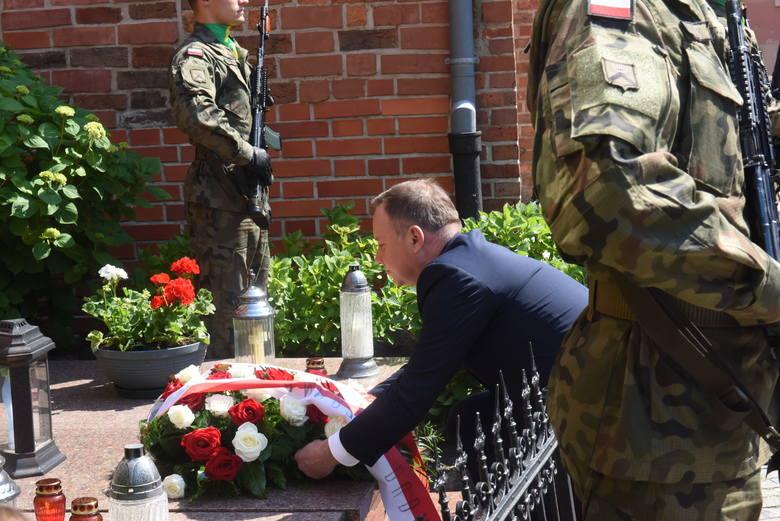 Prezydent Andrzej Duda składa kwiaty na grobie ks. Kazimierza Michalskiego