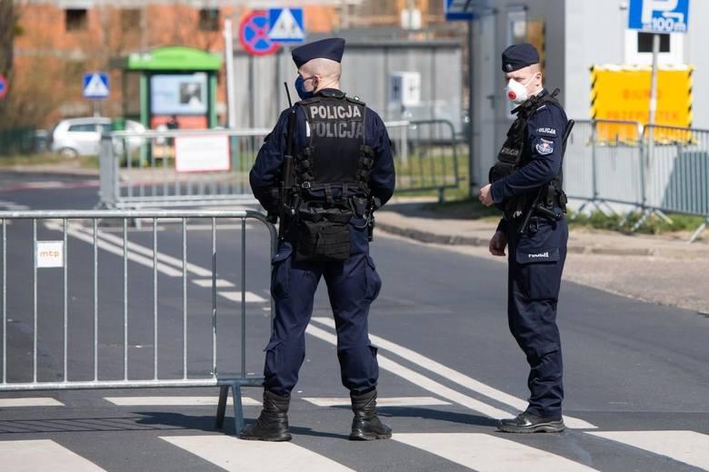 Policja nie zapuka do drzwi w Boże Narodzenie. Liczy jednak na odpowiedzialność w związku z COVID-19