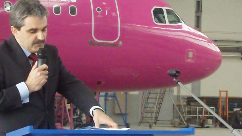 19 maja 2004 samolot linii lotniczych Wizz Air po raz pierwszy wystartował z Pyrzowic do Londynu. Linia uruchomiła też wówczas połączenia lotnicze na trasach: do Mediolanu i Rzymu. Do dziś to największy przewoźnik w Pyrzowicach.