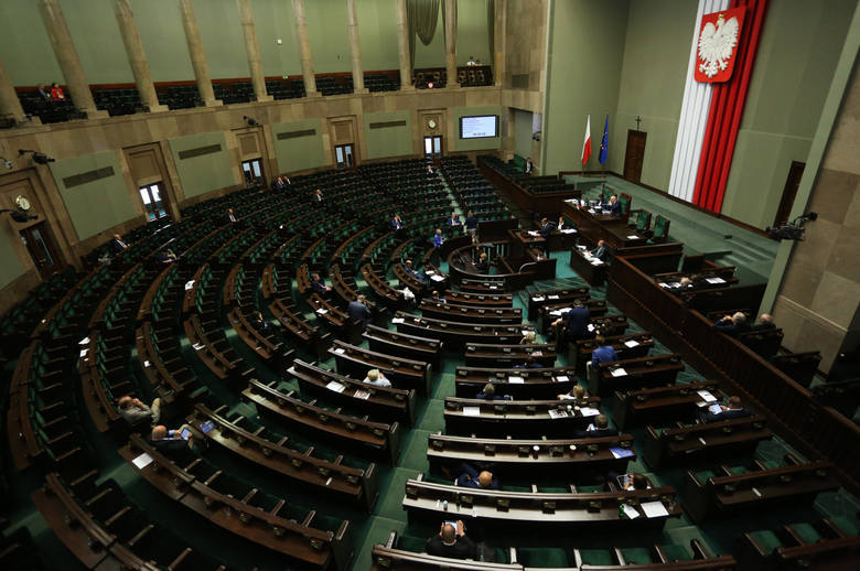 Opozycja mogła zatrzymać PiS ws. sądów, ale posłowie nie przyszli na głosowanie [LISTA] Kto nie głosował?