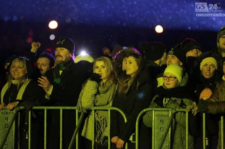 """Na sylwestrze miejskim w Szczecinie w tym roku bawiliśmy się rytmach z lat 80. pod hasłem: """"80's power"""". Gwiazdami wieczoru byli Fancy"""