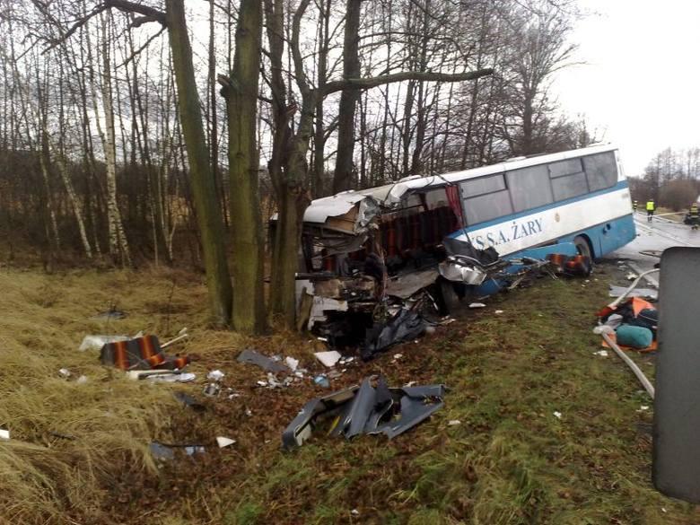 Groźne zderzenie cysterny z autobusem pod Świdnicą