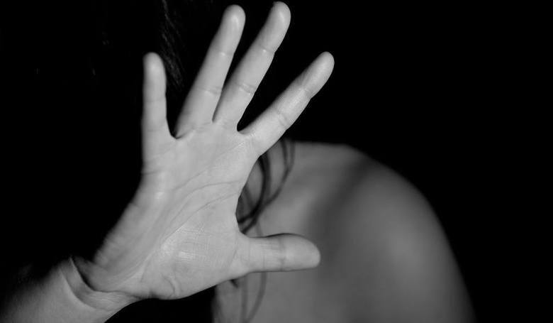 Bartosz B. groził dziewczynce w Złejwsi Małej zgwałceniem i pobiciem. Sąd uznał go winnym i wymierzył karę, wcześniej uzgodnioną z prokuratorem: 10 miesięcy