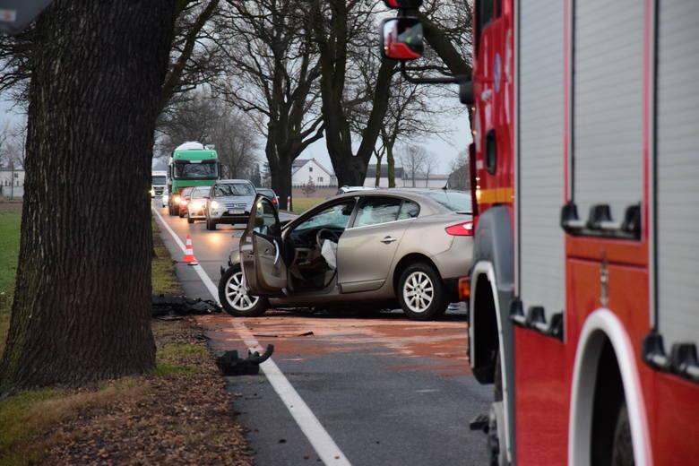 Około godziny 16.20 na drodze krajowej nr 25 pod Złotnikami Kujawskimi doszło do wypadku.Zderzyły się dwa samochody osobowe: fiat i renault. Kierowcy