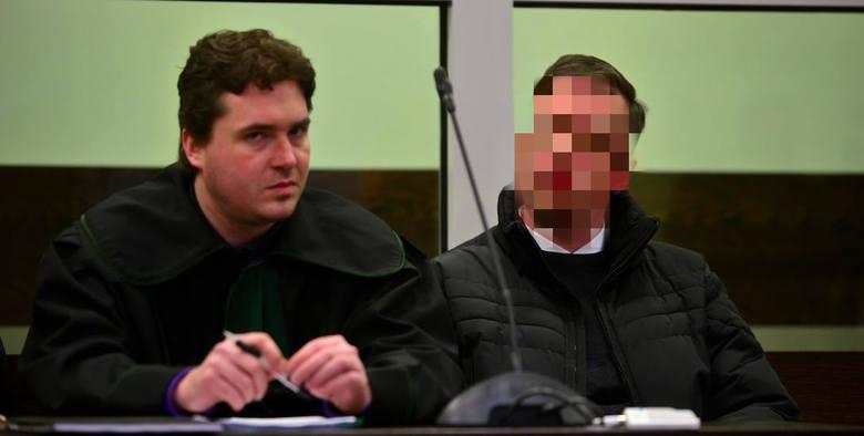 """W 2005 roku ksiądz pedofil Paweł Kania został zatrzymany za próbę nakłonienia młodych chłopców do czynów """"za stówę"""". W jego komputerze znaleziono dziecięcą pornografię."""