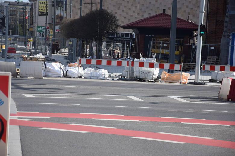 Część zmian na skrzyżowaniu koło katedry jest widoczna już teraz.