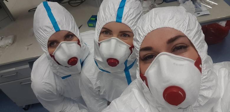Pracownicy Regionalnego Centrum Naukowo - Technologicznego w Podzamczu Chęcińskim codziennie wykonują po kilkaset testów na koronawirusa.
