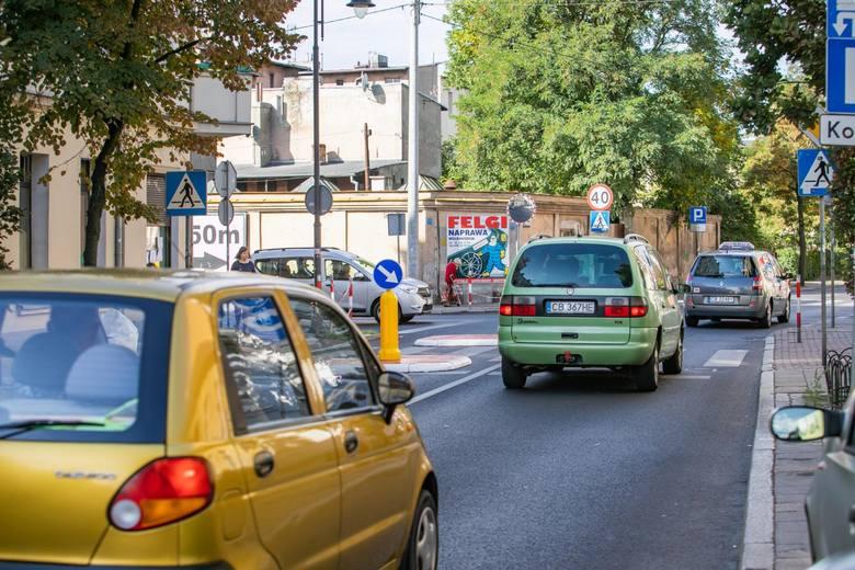 Nowy znak drogowy na polskich drogach już w sierpniu. Unikniesz mandatu, jeśli będziesz się do niego stosował. Jak wygląda nowy znak?