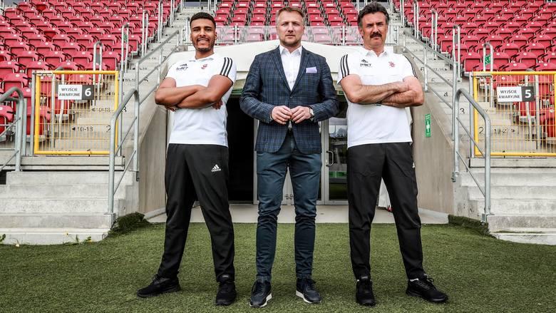 Od lewej: Roland Thomas - asystent trenera, Tomasz Salski - prezes ŁKS, Wojciech Stawowy - trener ŁKS