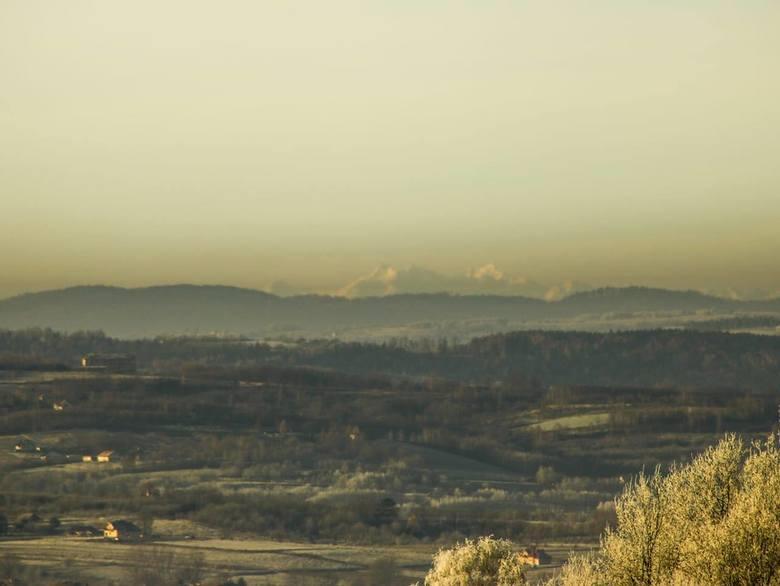- Dziś pięknie z rana było widać Tatry z Łanów Matysowskich. Odległość do góry Wysokiej to prawie 170 km - napisał do nas na fb pan Michał i na dowód