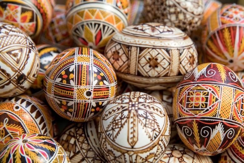 Życzenia Wielkanocne 2020. Wielu z nas nie może spędzić świąt ze swoimi bliskimi. Tym bardziej warto złożyć im życzenia telefonicznie lub online. Oto