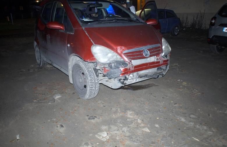 W czwartek (19.12) na skrzyżowaniu ulic Tuwima i Kołłątaja doszło do groźnie wyglądającej kolizji drogowej. Na miejscu zdarzenia pracowali policjanci