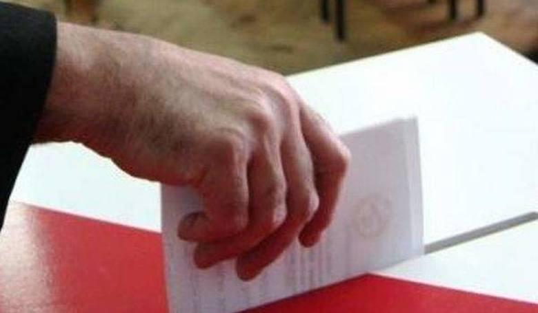 Prawo i Sprawiedliwość oraz Polskie Stronnictwo Ludowe szykują się do walki o stanowiska burmistrzów i wójtów we  wszystkich miastach oraz gminach powiatu