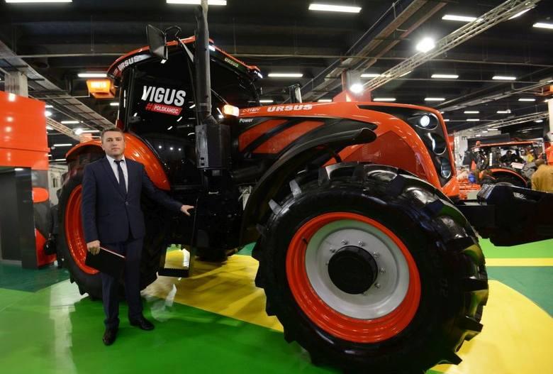 Marek Wasil, zastępca dyrektora do spraw rynku krajowego z premierowym Ursusem - C-3150V o mocy 150 KM.