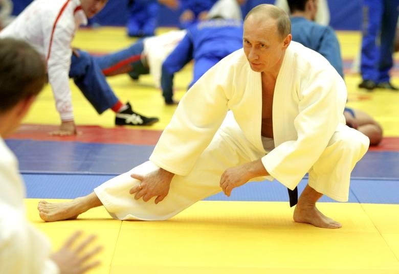 Władca Rosji daje też zarobić swoim najbliższym. Przeciętny Rosjanin nie wie, że bogaczami są też niektórzy członkowie klubu judo Yawara-Neva w Petersburgu.