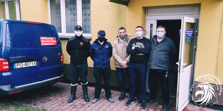 Strażacy z podkrakowskich jednostek dostarczyli niezbędne środki pielęgnacyjne i higieniczne do krakowskich szpitali