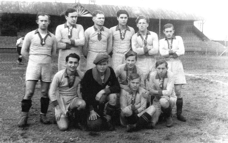 Derby Resovia - Stal (OMTUR PZL) na stadionie przy ul. Langiewicza
