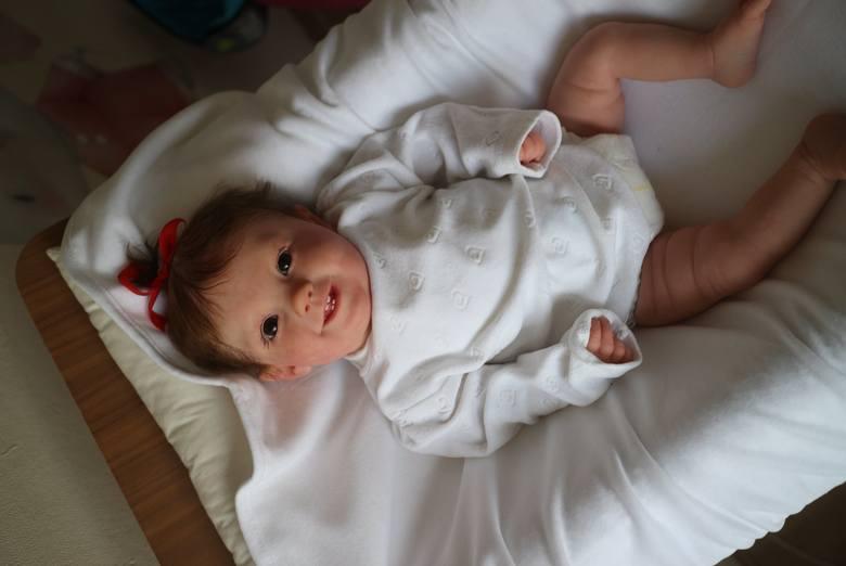 Lalki reborn wyglądają i pachną jak niemowlęta. Trafiają do kolekcjonerek, ale i kobiet, które potrzebują terapii
