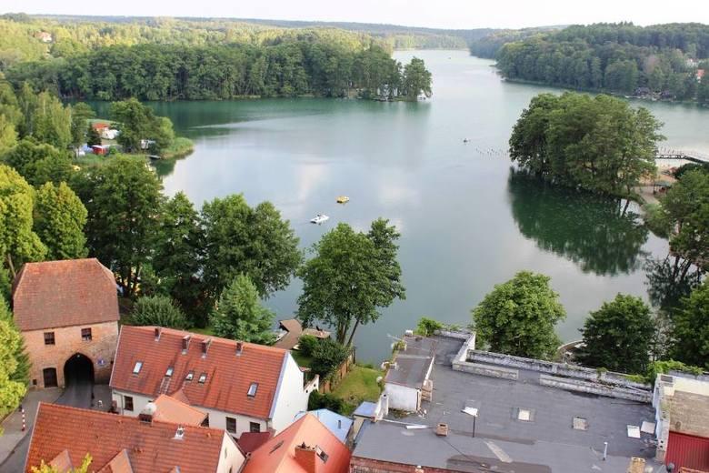 Łagów Łagów to mała miejscowość zabytkowa nazywana perłą województwa lubuskiego. Ma swój niepowtarzalny klimat, który potęguje lokalizacja miasta - położone