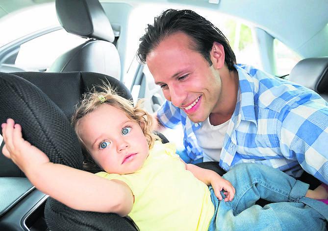 Rodzina na wakacjach. Jak zaplanować podróż z dzieckiem? Jak dostosować wyjazd do potrzeb dziecka?