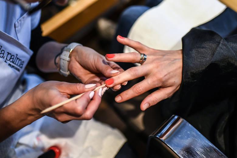 W salonie Hair Bazaar Studio mamami zajęli się specjaliści od kobiecej urody