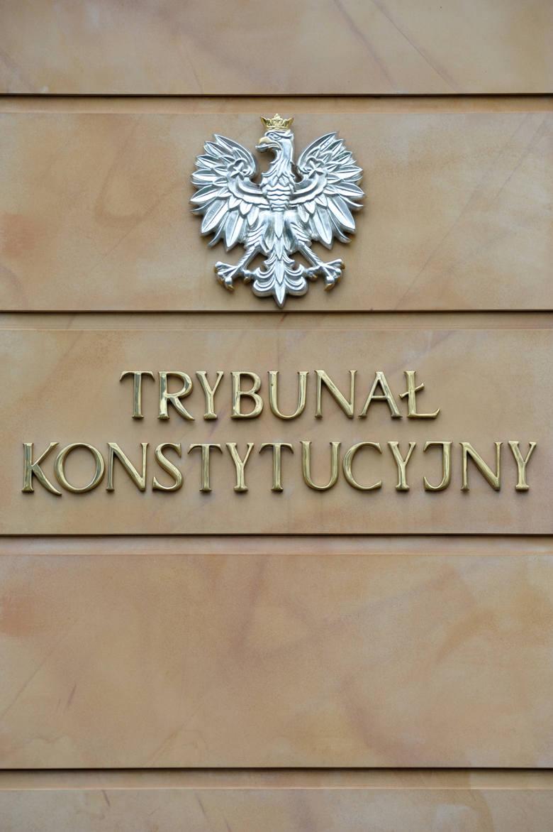 Po nocnym zaprzysiężeniu sędziów TK: niesamodzielny prezydent, upolityczniony Trybunał