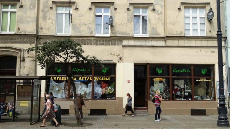 Gdańska 17. Tu mieści się galeria sztuki, księgarnia i widoczna na zdjęciu Cepelia. Jedyna już w Bydgoszczy.