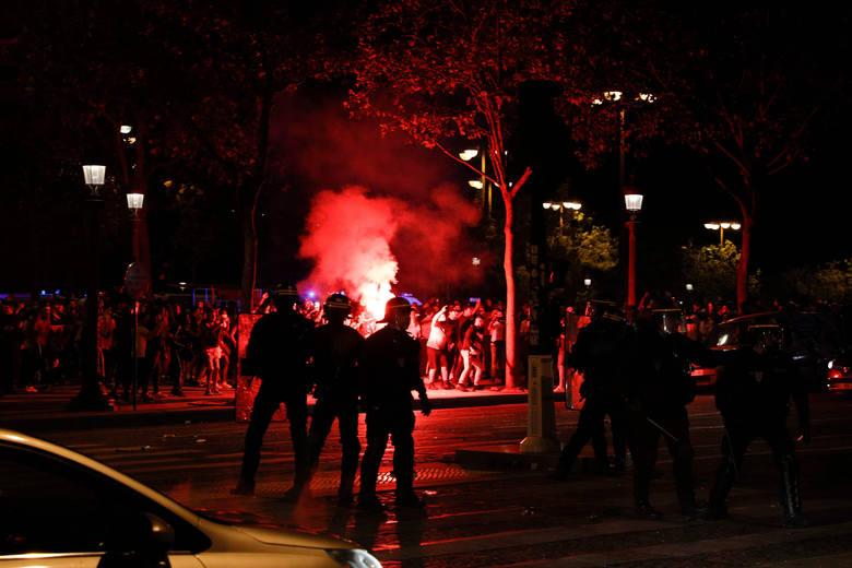 Zamieszki w Paryżu po awansie PSG do finału LM, interweniowała policja [Zdjęcia]
